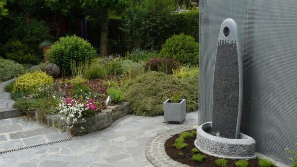 Philippe Ongena - Fontaines stèles en pierre bleue